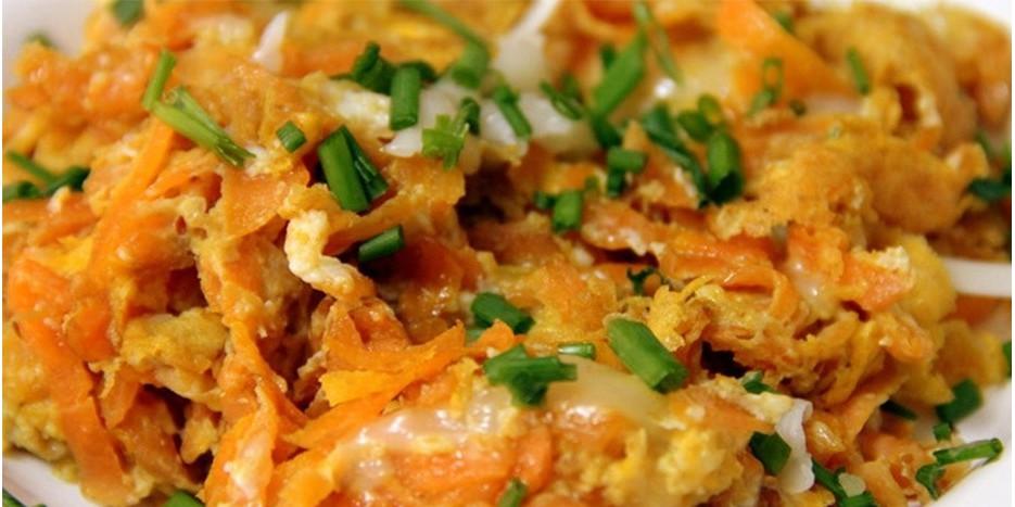 Omletas su cukinija ir morkomis